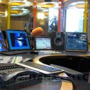 cabina-moderna-de-radio